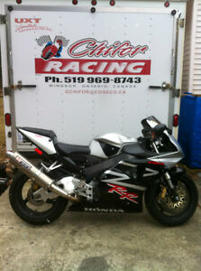 CBR954RR 02-03 HONDA I AM PARTING OUT THE COMPLETE BIKE Windsor Region Ontario image 2