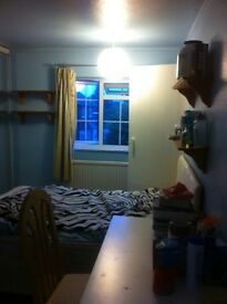 DOUBLE ROOM IN CHESINGTON