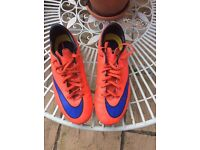Boys size 4 Nike mercurial football boots