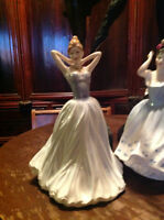 ROYAL DOULTON FIGURINE    FINISHING TOUCH'.  HN 4329