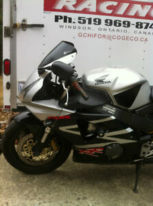 CBR954RR 02-03 HONDA I AM PARTING OUT THE COMPLETE BIKE Windsor Region Ontario image 6