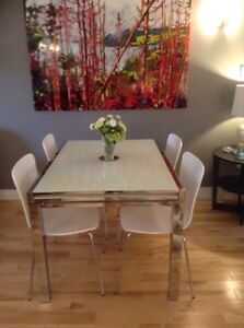 Structure extendable dining table