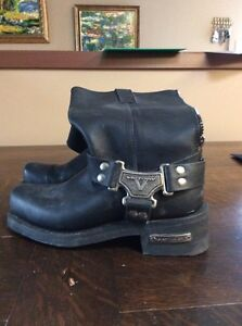Leather VICTORY MOTORCYCLE boots. Women's size 7. Worn once Strathcona County Edmonton Area image 1