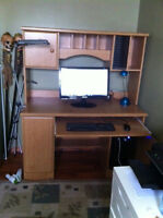 COMPUTER DESK WITH HUTCH FOR SALE