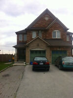 4 BED ROOM HOUSE FOR RENT AT PRIME LOCATION IN MISSISSAUGA
