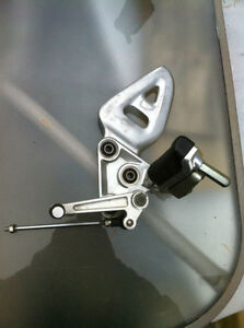 99-07 HYABUSA GSX1300R FRONT FOOT PEGS AND BRACKETS COMPLETE Windsor Region Ontario image 6