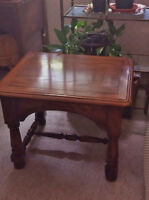 really nice solid oak side table ((($40.00))))