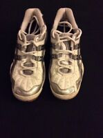 Asics court shoes LIKE NEW - chaussures de court COMME NEUF