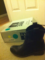 Frye black carson short leather boots Size 6
