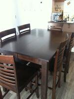 Grande table de cuisine brun/noir 6 places NÉGOCIABLE