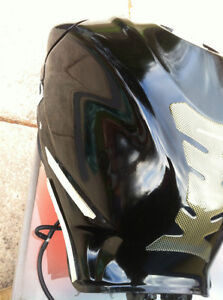 GSXR750 SUZUKI  08 FUEL GAS TANK AND FUEL PUMP AND FRONT PLASTIC Windsor Region Ontario image 2