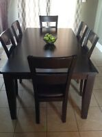 Beautiful dining room table, 6 chairs and butterfly leaf