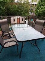 Table et 6 chaises de patio
