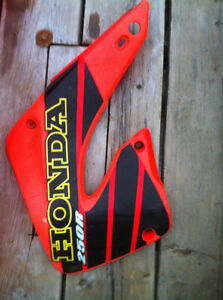 HONDA CR250R 01 RADIATOR COVERS FRONT AND REAR FENDER Windsor Region Ontario image 2