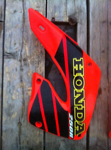 HONDA CR250R 01 RADIATOR COVERS FRONT AND REAR FENDER Windsor Region Ontario image 1