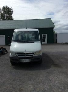 """""""04 Dodge Sprinter 2500 Van"""