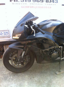 HONDA CBR600RR 2008 WITH ONLY 2900 MI PARTING IT OUT NEW TIRES Windsor Region Ontario image 2