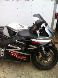 CBR954RR 02-03 HONDA I AM PARTING OUT THE COMPLETE BIKE Windsor Region Ontario image 3