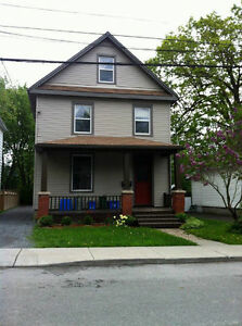 4 Bedroom: Queen's Students Only, Main Level of Duplex Kingston Kingston Area image 1