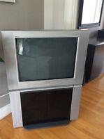 Télévision Sony 27 pouces avec meuble