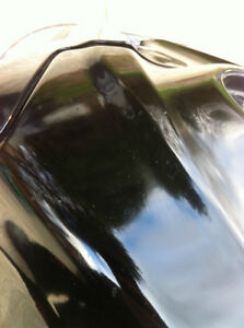 GSXR750 SUZUKI  08 FUEL GAS TANK AND FUEL PUMP AND FRONT PLASTIC Windsor Region Ontario image 3