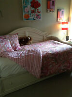 "NEW CONDITION ""PAULA DEAN"" DAY-BED!"