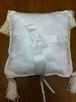 Wedding, Ring Bearer Pillow: white satin, lace & tassels (Nide)