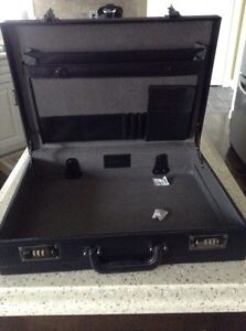 Buxton Briefcase ( BRAND NEW ) St. John's Newfoundland image 1