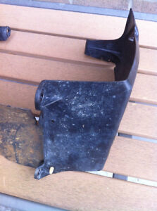 HONDA TRX250R FOURTRAX RADIATOR SHROUD & RUBBER MUD GUARD Windsor Region Ontario image 3
