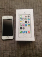 Iphone 5 white and silver 32gb mintt with life proof case 350!!