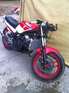 YAMAHA RZ350 86 PARTING OUT SOME PARTS WILL FIT THE 85-90 RZ350 Windsor Region Ontario image 1