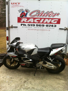 CBR954RR 02-03 HONDA I AM PARTING OUT THE COMPLETE BIKE Windsor Region Ontario image 5