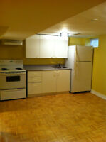 NEWMARKET: Clean/quiet; close to hospital and amenities!