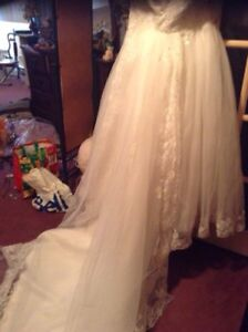 Beautiful size 16-20 wedding gown with deattachable train