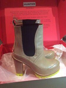 HUNTER BOOTS BRAND NEW IN BOX SIZE 9.5 FITS SMALL!! TAN w/BLACK Oakville / Halton Region Toronto (GTA) image 3