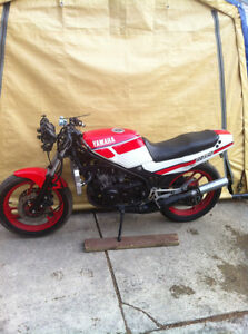 YAMAHA RZ350 86 PARTING OUT SOME PARTS WILL FIT THE 85-90 RZ350 Windsor Region Ontario image 5