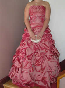 ROBE DE BAL ROSE 250,00 negociable