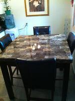 A Beautiful 5 Piece Dinette/Kitchen set