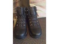 BNWT hi-tec walking boots size 9