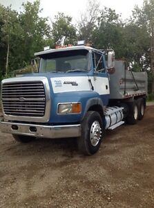 Ford L9000 Areo/Max gravel truck