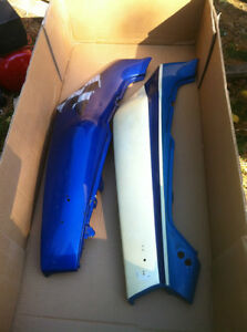 GSXR750 SUZUKI 88-90 OEM/STUCK LH & RH TAIL SECTIONS Windsor Region Ontario image 4