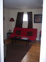 2 BED TOP FLOOR IN TRIPLEx, DECK, NS, PKG,