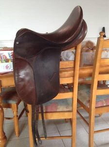 Crosby dressage saddle