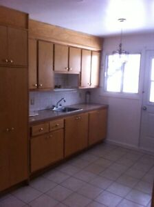 $750 / 3br - Chomedey Laval, 5 1/2 Appartment a Louer