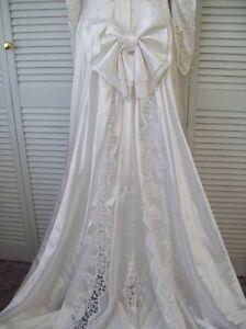 LADIES SIZE 12 WEDDING DRESS