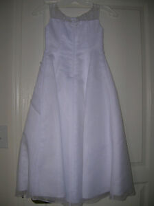 girl's white full-length dress Oakville / Halton Region Toronto (GTA) image 3