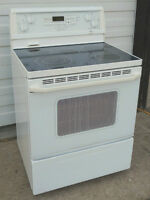 Whirlpool Stove - Excellent Condition, self-clean Smooth Top