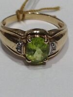 Bague avec diamants et pierre verte
