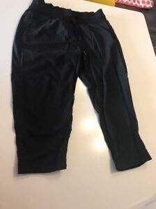 Lululemon Dance Studio Crop II size 6
