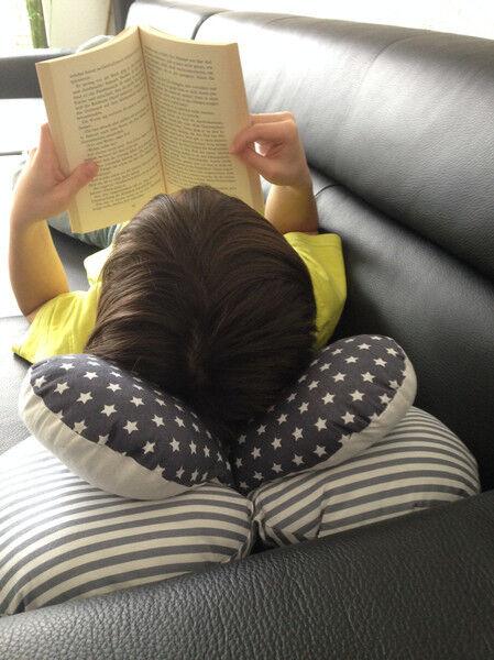 Schickes Relaxkissen, Dekokissen als Leseherz Muster und Wunschname wählbar